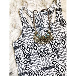 ❤️ 3 items for $20❤️Black & White Printed Top